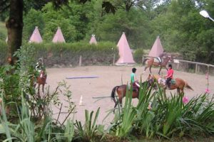 Colonie de vacances équitation en Auvergne 8-13 ans et 13-17 ans