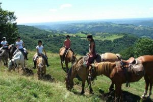 Rando cheval en Auvergne 9-13 ans