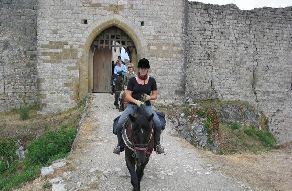 Rando cheval, les Pyrénées et ses châteaux cathares - Destinations Cheval