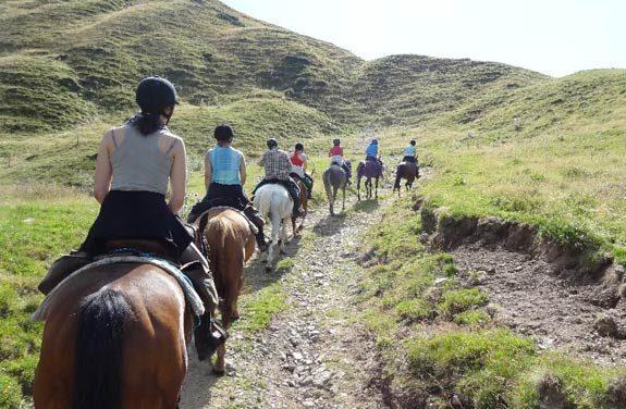 randonnee cheval ado auvergne | Destinations Cheval